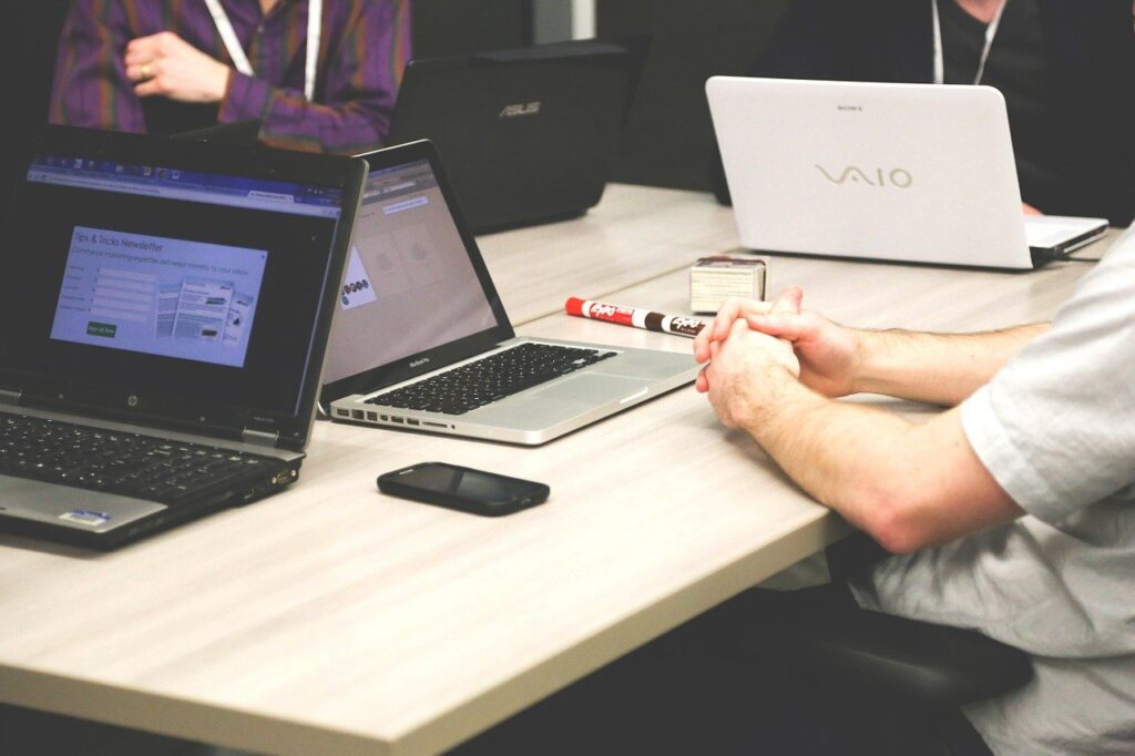 laptops, meeting, businessmen